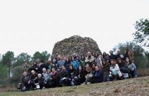 Tot el grup davant la barraca dels Comuns del Pellicer
