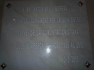 Placa a l'església d'Arbeca
