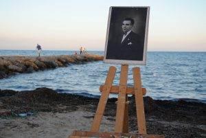 Retrat del mestre Antoni Benaiges a la platja de la Pixerota