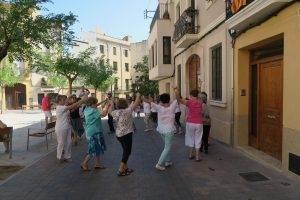 "La ""Rotllana Mont-rogenca"" ballant una sardana"