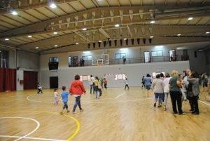 Mont-rogencs visitant el poliesportiu reformat
