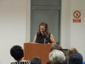La regidora Núria Esquius presentant l'acte