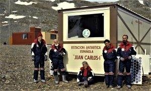 L'Antoni Ballester (2n a l'esquerra), al primer campament espanyol a l'Antàrtida